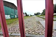 Nederland, Kekerdom, 13-10-2015Leegstaand terrein van transporteurs in Kekerdom. Nieuwe bedrijfsgebouwen en een tiental huizen. Die wens van de eigenaar van het Haukesterrein bij Kekerdom komt niet uit. De gemeente Groesbeek wil op die plek liever een landgoed.  Kerkerdom ligt aan de ingang van natuurgebied de Millingerwaard aan de Waal.FOTO: FLIP FRANSSEN/ HH