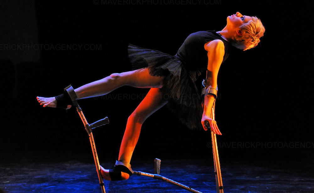 Disabled dancer Claire Cunningham debuts her show Me (Mobile/Evolution) at the Edinburgh Fringe showcasing her exceptional technique, from the quiet, sculptural 'Mobile', combining dance, text and aerial, to the uplifting beauty of 'Evolution'.  Claire's bones are brittle and easily fractured, she has relied on crutches to keep herself mobile since her teens.