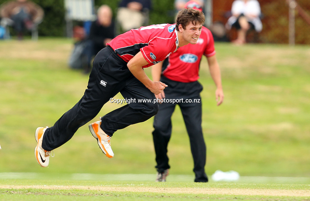 Matt Henry in action for the Wizards.<br /> Otago Volts v Canterbury Wizards, 5 February 2012, University Oval, Dunedin, New Zealand.<br /> Photo: Rob Jefferies/PHOTOSPORT