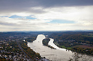 Europa, Deutschland, Siebengebirge, Blick vom Drachenfels bei Koenigswinter auf den Rhein Richtung Sueden, Insel Nonnenwerth.<br />