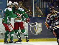 Ishockey, Eliteserien 16. januar 2003, Frisk Asker - Trondheim TIK 5-3. Jeff Norton og Lars Peder Nagel, Asker julber etter scoring.