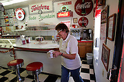 """US-WILLIAMS: Twisters, a """"diner"""" in fifties style along the famous Route 66.  PHOTO: GERRIT DE HEUS"""