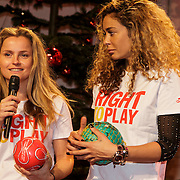 NLD/Hilversum/20141209 - Sky Radio Christmas Tree for Charity 2014, Fatima Moreiro de Melo + Fajah Lourens voor Right To Play UK