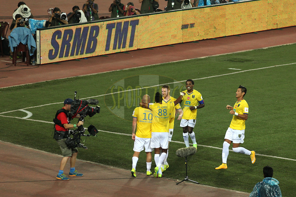 goal celebration by KBFC players during match 13 of the Hero Indian Super League between Atl&eacute;tico de Kolkata and Kerala Blasters FC held at the Salt Lake Stadium in Kolkata, West Bengal, India on the 26th October 2014.<br /> <br /> Photo by:  Saikat Das/ ISL/ SPORTZPICS