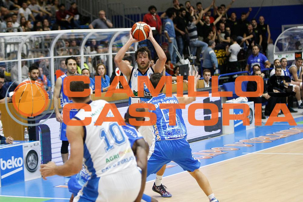 DESCRIZIONE : Capo dOrlando Lega A BEKO 2015-16 Betaland Orlandina Basket Banco di Sardegna Sassari  <br /> GIOCATORE :  Simas Jasaitis<br /> CATEGORIA :  Passaggio Ritratto<br /> SQUADRA : Betaland Upea Capo dOrlando <br /> EVENTO : Campionato Lega A BEKO 2015-2016 <br /> GARA : Betaland Orlandina Basket Banco di Sardegna Sassari<br /> DATA : 30/11/2015<br /> SPORT : Pallacanestro <br /> AUTORE : Agenzia Ciamillo-Castoria/G. Pappalardo <br /> Galleria : Lega Basket A BEKO 2015-2016 <br /> Fotonotizia : Capo dOrlando Lega A BEKO 2015-16 Betaland Orlandina Basket Banco di Sardegna Sassari
