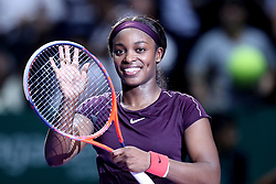 October 22, 2018 - Singapore, Singapore - SLOANE STEPHENS of the United States applauds the crowd after her win in the match between Naomi Osaka and Sloane Stephens on day 2 of the WTA Finals at the Singapore Indoor Stadium. (Credit Image: © Paul Miller/ZUMA Wire)