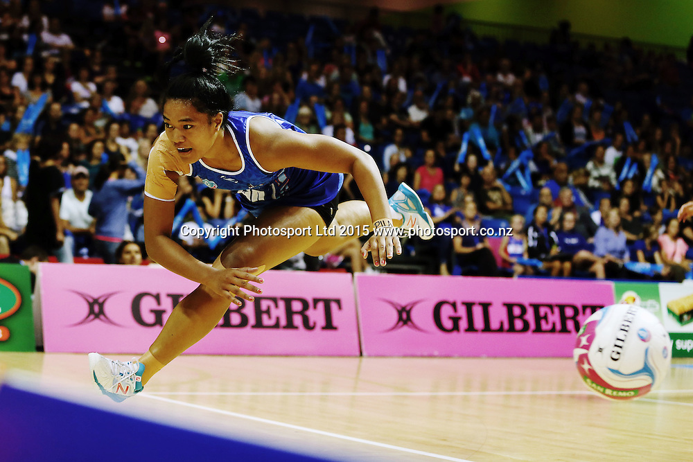 Temalisi Fakahokotau of the Mystics chases down a loose ball. 2015 ANZ Championship, Northern Mystics v Central Pulse, The Trusts Arena, Auckland, New Zealand. Photo: Anthony Au-Yeung / www.photosport.co.nz