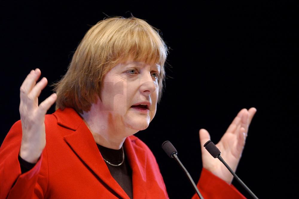 12 JAN 2003, BRAUNSCHWEIG/GERMANY:<br /> Angela Merkel, CDU Bundesvorsitzende, waehrend ihrer Rede, Wahlkampfauftakt der CDU Niedersachsen zur Landtagswahl, Volkswagenhalle<br /> IMAGE: 20030112-01-034<br /> KEYWORDS: speech