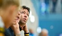 UTRECHT - Hoofdklasse Zaalhockey: Den Bosch coach Raoul Ehren  tijdens de wedstrijd tussen de vrouwen van Den Bosch en SCHC.  FOTO KOEN SUYK
