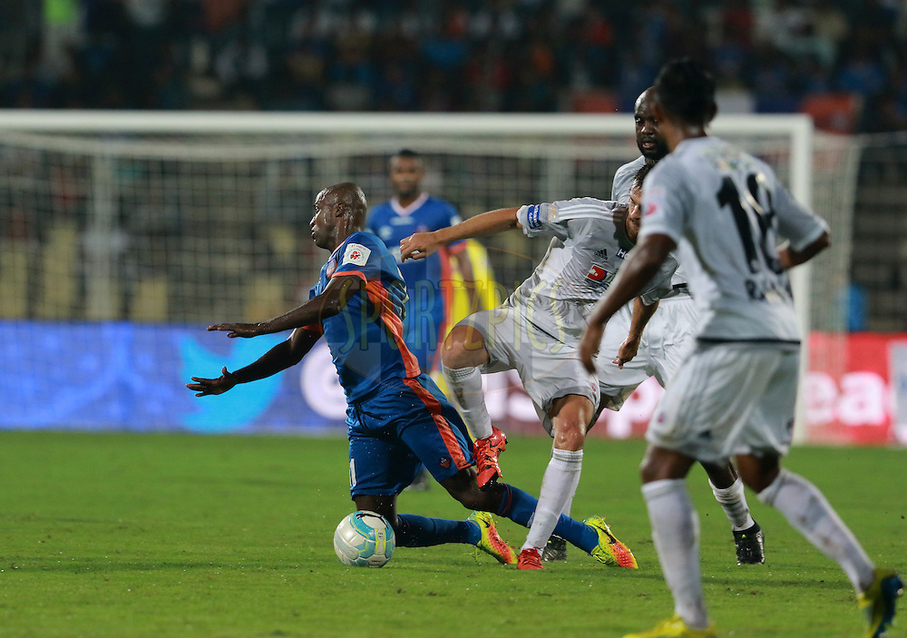 Reinaldo da Cruz Oliveira of FC Goa in action during match 8 of the Indian Super League (ISL) season 3 between FC Goa and FC Pune City held at the Fatorda Stadium in Goa, India on the 8th October 2016.<br /> <br /> Photo by Vipin Pawar / ISL/ SPORTZPICS