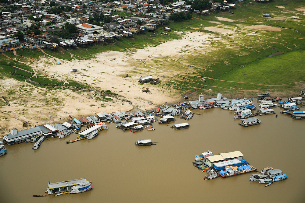 22/10/2005. Amazon (Brasil). Documentation of a very severe drought on the Amazon region. Aerials of Coari and the lake of Coari show them to be almost completely dry...©Daniel Beltra