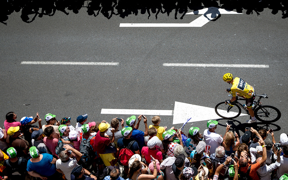 Chris Froome arrived late to the line in Le Puy-en-Velay as all the world watched. The previous rest day had brought exceptional controversy between Team Sky and some british press. Photo: Iri Greco / BrakeThrough Media | www.brakethroughmedia.com