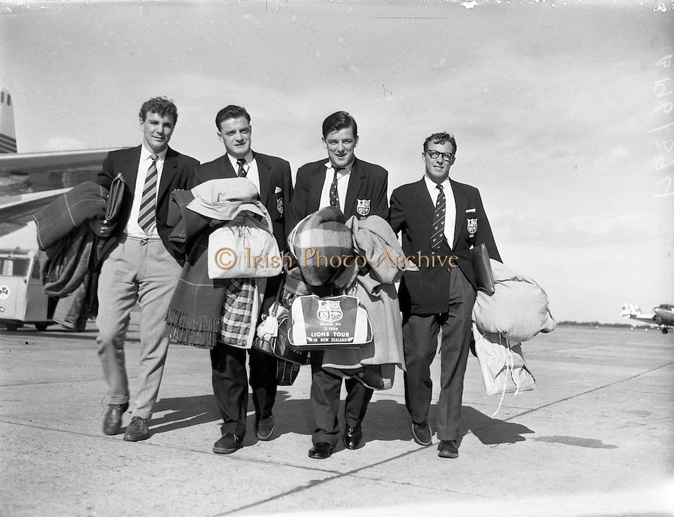 Lion's Touring Team Return on Flight 157 at Dublin Airport .01/10/1959 .