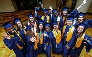 6月13日,美国洛杉矶,毕业生在毕业典礼上合照。美国大学预备高中 (AUP), 是坐落于洛杉矶市中心的一所全新的住宿高中。当日,美国大学预备高中 (AUP)举办该校第一届毕业典礼,共十二名毕业生。新华社发 (赵汉荣摄)<br /> Students of American University Preparatory School participate in a graduation ceremony at a hotel in downtown Los Angeles, the United States, on Saturday, May 27, 2017. American University Preparatory School is a private, for-profit, four-year, co-educational boarding and day college preparatory high school for grades 9-12 located in Los Angeles, California, at the center of downtown Los Angeles. (Xinhua/Zhao Hanrong)