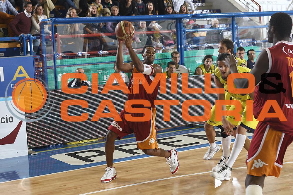DESCRIZIONE : Porto San Giorgio Lega A 2009-10 Sigma Coatings Montegranaro Lottomatica Virtus Roma<br /> GIOCATORE : Ricky Minard<br /> SQUADRA : Lottomatica Virtus Roma <br /> EVENTO : Campionato Lega A 2009-2010 <br /> GARA : Sigma Coatings Montegranaro Lottomatica Virtus Roma<br /> DATA : 06/12/2009<br /> CATEGORIA : passaggio<br /> SPORT : Pallacanestro <br /> AUTORE : Agenzia Ciamillo-Castoria/C.De Massis<br /> Galleria : Lega Basket A 2009-2010 <br /> Fotonotizia : Porto San Giorgio Lega A 2009-10 Sigma Coatings Montegranaro Lottomatica Virtus Roma<br /> Predefinita :