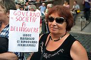 Roma  29 Settembre 2011.Manifestazione al Pantheon per protestare  la legge sulle intercettazioni e contro il «bavaglio all'informazione», proposta dal Governo Berlusconi.