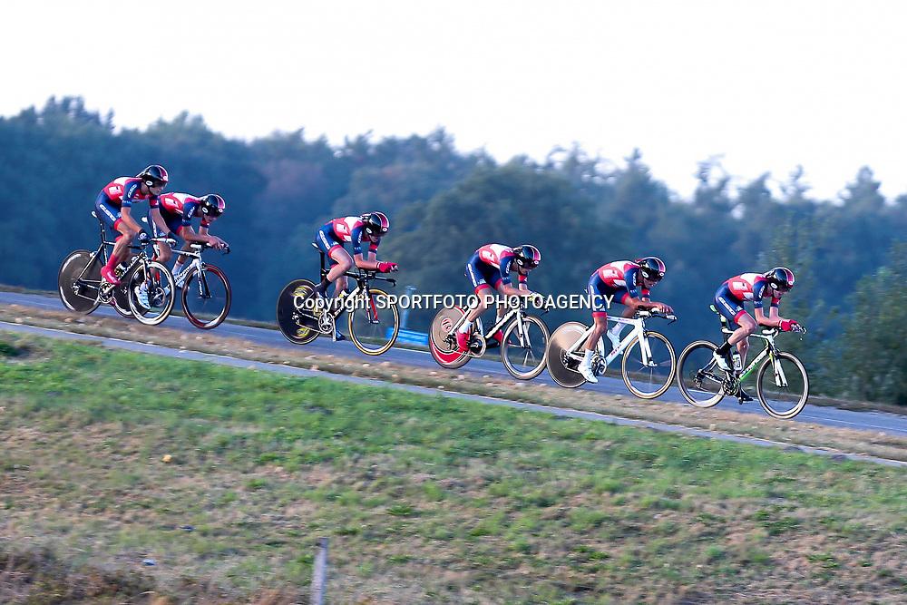27-09-2016: Wielrennen: Olympia Tour: Hardenberg  <br />HARDENBERG (NED) wielrennenNederlands oudste wielerkoers ging van start in Hardenberg met een ploegentijdrit.  Team de Jonge Renner