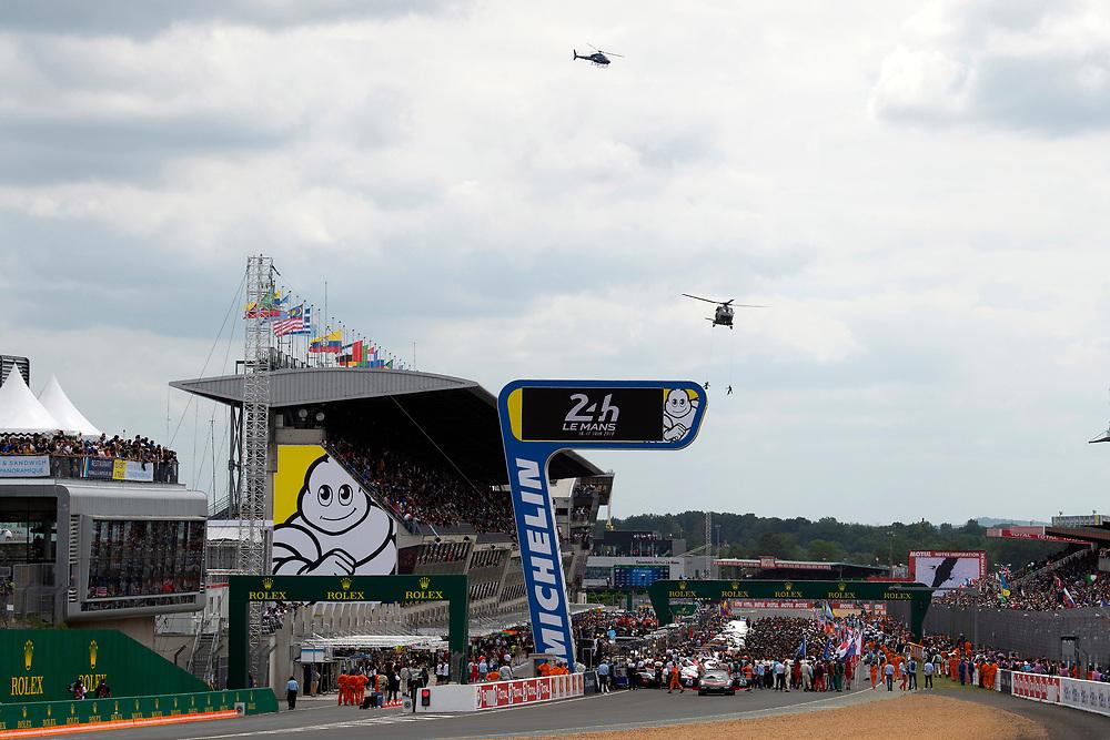 fans, grid walk, pre-race, atmosphere<br /> Saturday 16 June 2018<br /> 24 Hours of Le Mans<br /> 2018 24 Hours of Le Mans<br /> Circuit de la Sarthe  FR<br /> World Copyright: Scott R LePage