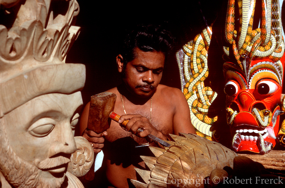 SRI LANKA, CRAFTS Ambalangoda, Hindu mask maker