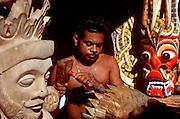 SRI LANKA, CRAFTS Ambalangoda, Hindu mask maker