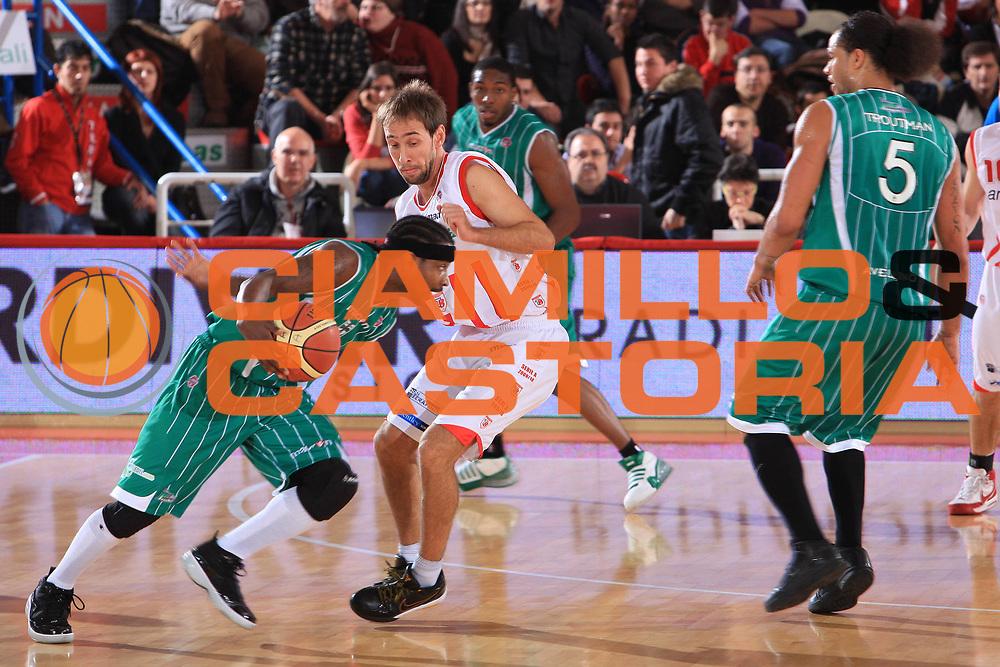 DESCRIZIONE : Teramo Lega A 2009-10 Banca Tercas Teramo Air Avellino<br /> GIOCATORE : Dee Brown<br /> SQUADRA : Air Avellino<br /> EVENTO : Campionato Lega A 2009-2010<br /> GARA : Banca Tercas Teramo Air Avellino<br /> DATA : 06/12/2009<br /> CATEGORIA : Blocco Controcampo<br /> SPORT : Pallacanestro<br /> AUTORE : Agenzia Ciamillo-Castoria/M.Carrelli<br /> Galleria : Lega Basket A 2009-2010 <br /> Fotonotizia : Teramo Campionato Italiano Lega A 2009-2010 Banca Tercas Teramo Air Avellino<br /> Predefinita :