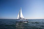 Een zeilboot vaart over de Noordzee bij Noordwijk aan Zee.<br /> <br /> A sailing boat is sailing in the North Sea.