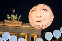 "24 SEP 2015, BERLIN/GERMANY:<br /> Ein Ballon der das Gesicht von Bundeskanzlerin Angela Merkel schwebt vor dem Brandenburger Tor, ONE.org Aktion ""Time to shine"" im Rahmen der NGO-Allianz action/2015, anl. der morgigen Bekanntgabe der neuen Globalen Ziele zur ARmutsbekaempfung der Vereinten Nationen in New York, Pariser Platz, Brandenburger Tor<br /> IMAGE: 20150924-01-045<br /> KEYWORDS: #LightTheWay, Armut"