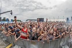 28.07.2016, Schwarzlsee, Unterpremstätten bei Graz, AUT, Lake Festival, im Bild Zuseher // Visitors during the Lake Festival at the Schwarzl Lake, Unterpremstaetten at Graz, Austria on 2016/07/28, EXPA Pictures © 2016, PhotoCredit: EXPA/ Erwin Scheriau