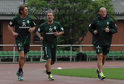 29.06.2011, Platz 11, Bremen, GER, 1.FBL, Laktattest Werder Bremen, im Bild Michael Kraft (Torwart-Trainer Werder Bremen), Matthias Hönerbach / Hoenerbach (Co-Trainer Werder Bremen), Thomas Schaaf (Trainer Werder Bremen)   // during the training session from Werder Bremen    EXPA Pictures © 2011, PhotoCredit: EXPA/ nph/  Frisch       ****** out of GER / CRO  / BEL ******