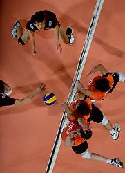 08-06-2013 VOLLEYBAL: WORLD LEAGUE NEDERLANDS - JAPAN: APELDOORN<br /> Nederland wint met 3-1 van Japan / Jeroen Rauwerdink, Thomas Koelewijn, Wytze Kooistra<br /> &copy;2013-FotoHoogendoorn.nl