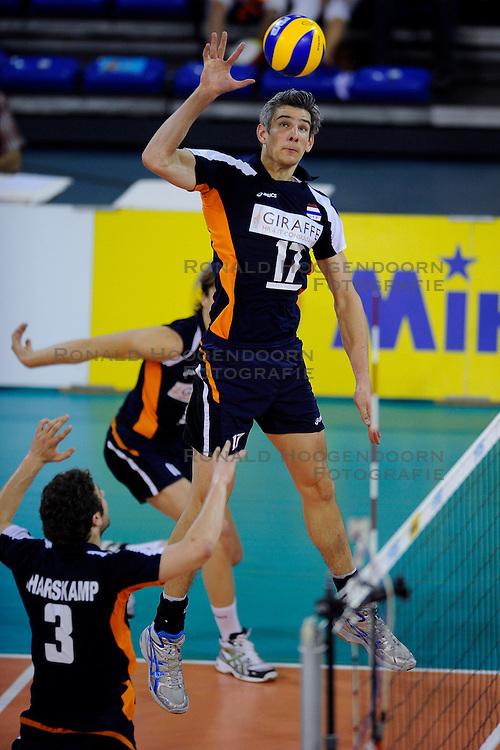 08-07-2010 VOLLEYBAL: WLV NEDERLAND - ZUID KOREA: EINDHOVEN<br /> Nederland verslaat Zuid Korea met 3-0 / Rob Bontje<br /> &copy;2010-WWW.FOTOHOOGENDOORN.NL