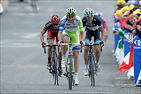 Sykkel<br /> Tour de France 2011<br /> 14.07.2011<br /> Foto: PhotoNews/Digitalsport<br /> NORWAY ONLY<br /> <br /> 12th stage / Gugnaux - Luz-Ardiden<br /> <br /> BASSO Ivan (LIQUIGAS-CANNONDALE - ITA) - EVANS Cadel (BMC RACING TEAM - AUS) - SCHLECK Andy (TEAM LEOPARD-TREK - LUX)