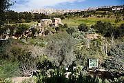 Agrigento, Valle dei Templi. Veduta del Giardino della Kolymbetra. Proprietà FAI. Sullo sfondo Agrigento. ©2012 Vince Cammarata | FOS