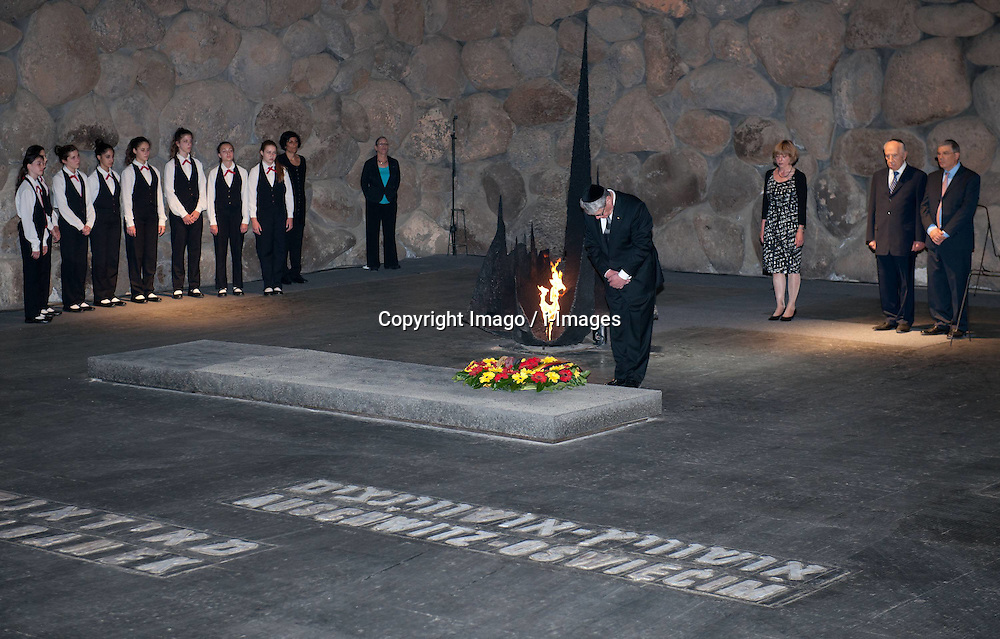 Visiting German President Joachim Gauck stands beside the Eternal Flame of the Hall of Remembrance during a ceremony at the Yad Vashem Holocaust Museum in Jerusalem, May 29, 2012.  Photo by: Imago / i-Images