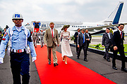 Staatsbezoek van Koning Willem Alexander en  Koningin Maxima aan Indonesie Dag 2 Java, Yogyaka Aankomst van het Koninklijk Paar op het Vliegveld Adi Sucipto Yogyakarta ///  State visit of King Willem Alexander and Queen Maxima to Indonesia Day 2 Java, Yogyaka Arrival of the Royal Couple at the Adi Sucipto Yogyakarta Airport