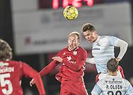 FODBOLD: Mikkel Rygaard (Lyngby BK) i hovedstødsduel med Martin Fisch (FC Helsingør) under kampen i ALKA Superligaen mellem FC Helsingør og Lyngby Boldklub den 9. december 2017 på Helsingør Stadion. Foto: Claus Birch