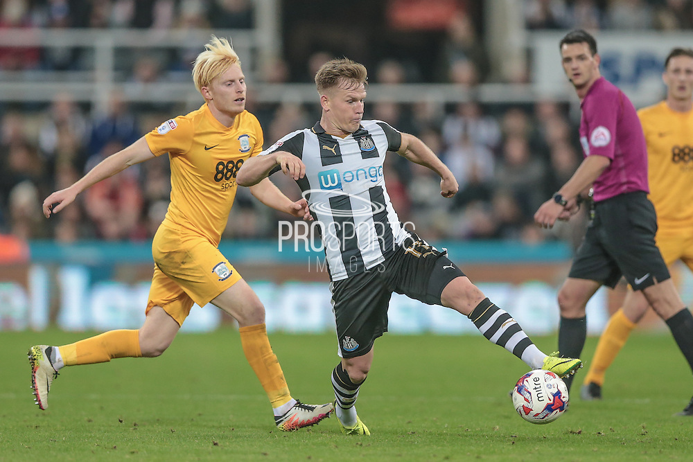 Matt Ritchie (Newcastle United) traps the ball during the EFL Cup 4th round match between Newcastle United and Preston North End at St. James's Park, Newcastle, England on 25 October 2016. Photo by Mark P Doherty.