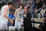 DESCRIZIONE :Siena  Lega A 2011-12 Montepaschi Siena Cimberio Varese Play off gara 1<br /> GIOCATORE : Simone Pianigiani<br /> CATEGORIA : fair play<br /> SQUADRA : Montepaschi Siena<br /> EVENTO : Campionato Lega A 2011-2012 Play off gara 1 <br /> GARA : Montepaschi Siena Cimberio Varese<br /> DATA : 17/05/2012<br /> SPORT : Pallacanestro <br /> AUTORE : Agenzia Ciamillo-Castoria/ GiulioCiamillo<br /> Galleria : Lega Basket A 2011-2012  <br /> Fotonotizia : Siena  Lega A 2011-12 Montepaschi Siena Cimberio Varese Play off gara 1<br /> Predefinita :