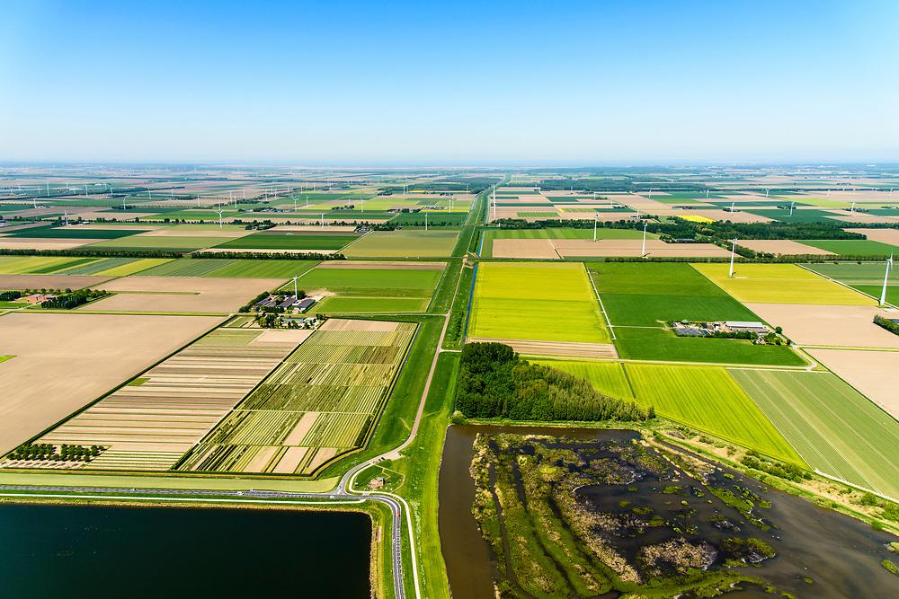 Nederland, Flevoland, Zeewolde, 07-05-2018; Knardijk, binnendijk, landscheiding. Vormt de grens vormt tussen Oostelijk en Zuidelijk Flevoland. <br /> Knardijk, inner dike, land separation, border between Eastern and Southern Flevoland.<br /> luchtfoto (toeslag op standard tarieven);<br /> aerial photo (additional fee required);<br /> copyright foto/photo Siebe Swart