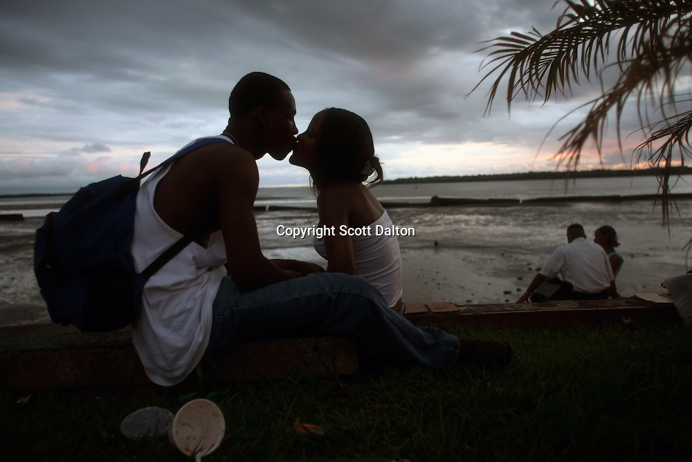 A couple kisses on the waterfront in downtown Buenaventura, on the Pacific Coast of Colombia, on Monday, May 14, 2007. Buenaventura is in the midst of a spree of violence over control of drug shipments from the poor barrios in the city. Many of the neighborhoods have a strong presence of FARC militias that control most of the drug trade in the city. (Photo/Scott Dalton)