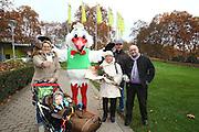 Mannheim. 13.11.15 Luisenpark. Der Verkaufsstart der Luisenpark Jahreskarten hat begonnen.<br /> <br /> Bild: Markus Prosswitz 13NOV15 / masterpress (Bild ist honorarpflichtig - No Model Release!)