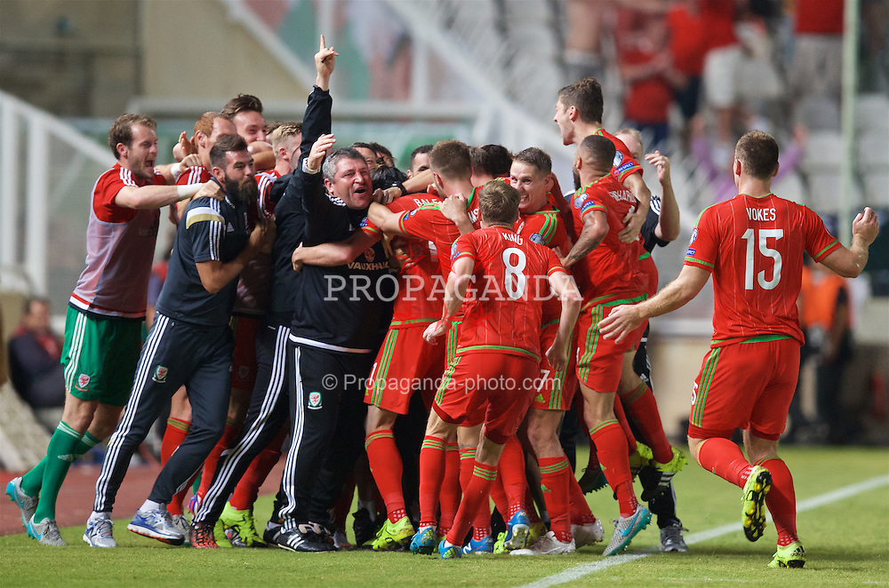 NICOSIA, CYPRUS - Thursday, September 3, 2015: Wales' match-winning goal scorer Gareth Bale [hidden] celebrates the 1-0 victory over Cyprus with his team-mates and back-room staff during the UEFA Euro 2016 qualifying match at the GPS Stadium. assistant manager Osian Roberts, Joe Ledley, goalkeeper Owain Fon Williams. (Pic by David Rawcliffe/Propaganda)