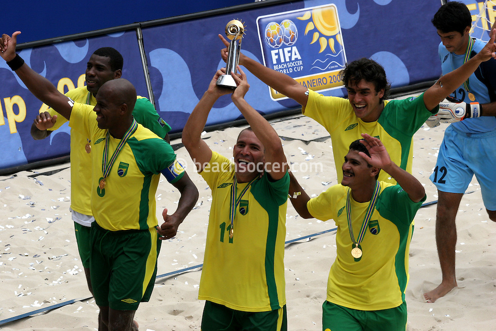 Footbal-FIFA Beach Soccer World Cup 2006 - Final- BRA xURU -Brazil the champion Chip  -Rio de Janeiro- Brazil - 12/11/2006.<br />