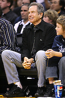 28 December 2005: Actor Warren Beaty enjoys the game between the Los Angeles Lakers and the Memphis Grizzlies during the Grizzlies 100-99 victory over the Lakers at the STAPLES Center in Los Angeles, CA.