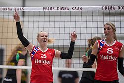 17-03-2018 NED: Prima Donna Kaas Huizen - VC Sneek, Huizen<br /> PDK verliest kansloos met 3-0 van Sneek / Ellen van Wijnen #3, Sietske Osinga #8