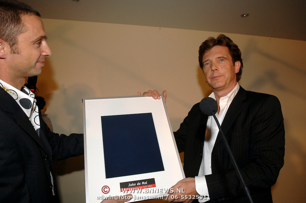 NLD/Bussum/20060120 - Uitreiking prijs Omroepman van het jaar 2005, John de Mol