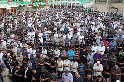 17.07.2015, Gaza Stadt, PSE, Fastenmonat Ramadan, im Bild Glaeubige Muslime beim beten // Palestinian Muslims attend the Eid al-Fitr prayer, marking the end of the fasting month of Ramadan, in Gaza City's eastern suburb of Al-Shejaiya, Palestine on 2015/07/17. EXPA Pictures © 2015, PhotoCredit: EXPA/ APAimages/ Ashraf Amra<br /> <br /> *****ATTENTION - for AUT, GER, SUI, ITA, POL, CRO, SRB only*****