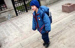 PRISTINA, KOSOVO - DECEMBER 14 -Otroci na ulici