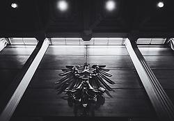 19.02.2020, Landesgericht, Innsbruck, AUT, Dopingprozess gegen Walter Mayer, dem ehemaligen ÖSV-Trainer wird ein Vergehen nach dem Anti-Doping-Bundesgesetz vorgeworfen, im Bild Übersicht Schwurgerichtssaal, Bundesadler // Overview of the jury court room federal eagle during the doping trial against former ÖSV trainer Walter Mayer at the Landesgericht in Innsbruck, Austria on 2020/02/19. EXPA Pictures © 2020, PhotoCredit: EXPA/ Johann Groder