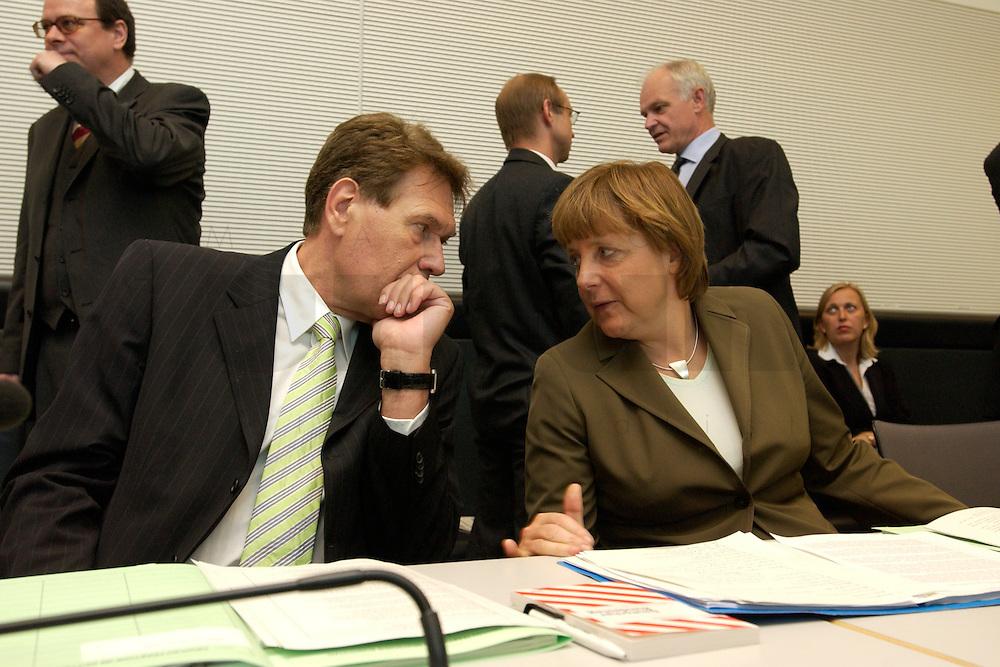 27 APR 2004, BERLIN/GERMANY:<br /> Michael Glos (L), CSU, Stellv. Fraktionsvorsitzender, und Angela Merkel (R), CDU Bundesvorsitzende, im Gespraech, vor Beginn der CDU/CSU Fraktionssitzung, Deutscher Bundestag<br /> IMAGE: 20040427-03-009<br /> KEYWORDS: Sitzung, Gespr&auml;ch